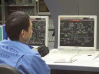 舞洲工場 中央制御室で働く人