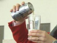 缶ビールのおいしい注ぎ方