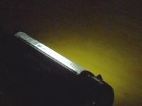 携帯電話のバックライトは、地震や火災発生時の暗闇では灯り代わりになります。