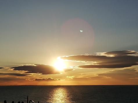 相模湾の朝日